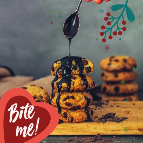 The baking season is officially opened. Have you already made recipes for your Christmas bakery? This year you have so much time to try out a lot of recipes at home. 🍪🎅💗⁠ ⁠ How about these delicious Christmas cookies from @plantisarina for example? For the chocolate you can use our delicious Little Love Dark Vanilla chocolate. By the way, here you can see where you can find your Little Love in the shop. https://little.love/store-locator⁠ ⁠ Recipe Chocolate Cookies for about 10-15 cookies⁠ 150g flour⁠ 100ml vegetable milk⁠ 40g nutmeg⁠ 75g sugar (or more)⁠ 1 prize salt⁠ chopped Little Love ⁠ ⁠ Preperation⁠ 1. Mix all ingredients together.⁠ 2. Preheat the oven to 180 ° C. Form cookies from the mixture and place them on an empty baking tray lined with baking paper.⁠ 3. Bake for about 15 minutes until they are golden brown on the outside. Let them cool down and enjoyyy...⁠ ⁠